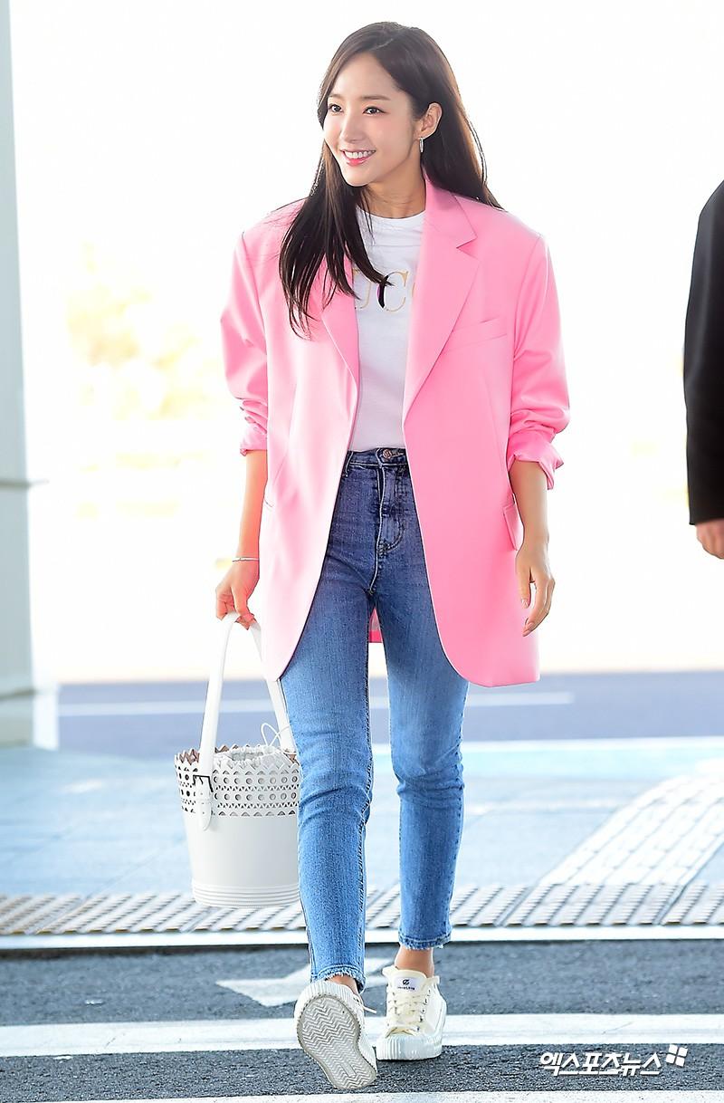 Dàn sao Hàn đình đám đổ bộ sân bay ngày Valentine: Black Pink đọ sắc Park Min Young, Park Bo Gum quá bảnh - Ảnh 17.