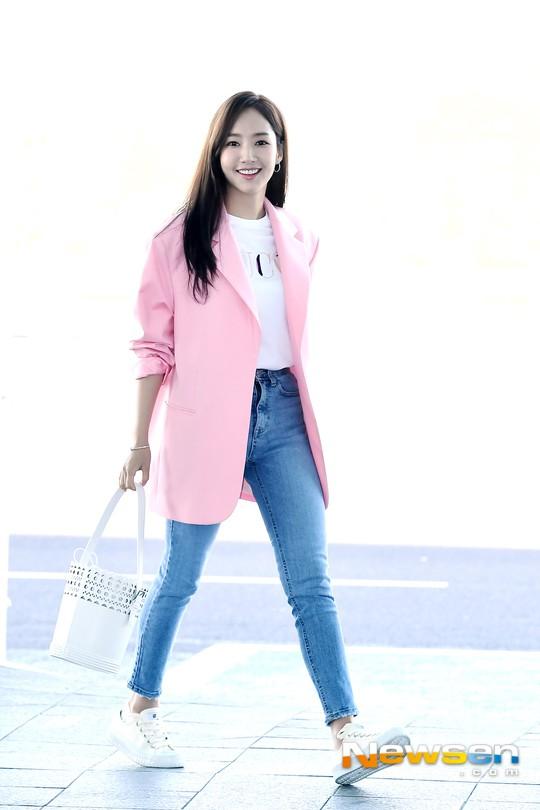 Dàn sao Hàn đình đám đổ bộ sân bay ngày Valentine: Black Pink đọ sắc Park Min Young, Park Bo Gum quá bảnh - Ảnh 16.
