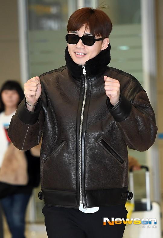 Màn đọ dáng tại sân bay gây thất vọng: Yoona dẹo người vì chân cong, Park Seo Joon già nua bất ngờ - Ảnh 7.