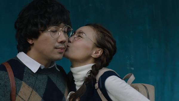 'Cua lại vợ bầu' đứng đầu doanh thu lịch sử điện ảnh Việt nhưng sao top bình luận vẫn chê bai thế này? 1
