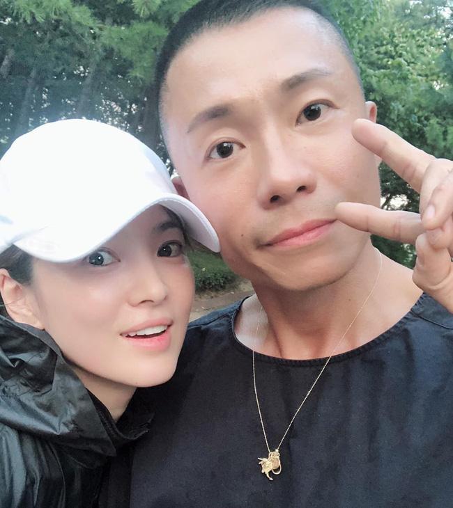 Vẫn biết Song Hye Kyo đẹp nhưng làn da hoàn mỹ, zoom cận cảnh không thấy lỗ chân lông mới là thứ đáng để ao ước - Ảnh 8.