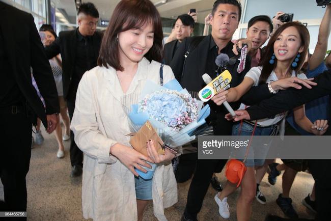 Vẫn biết Song Hye Kyo đẹp nhưng làn da hoàn mỹ, zoom cận cảnh không thấy lỗ chân lông mới là thứ đáng để ao ước - Ảnh 4.