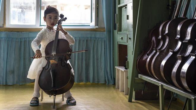 Những khoảnh khắc bình dị ở Triều Tiên được khắc hoạ sinh động qua ống kính của nhiếp ảnh gia nước ngoài - Ảnh 1.