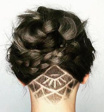 Mang ảnh mạng ra tiệm cắt tóc mong có kiểu đầu hợp mốt nhất, cô gái trẻ lại nhận cái kết đắng - Ảnh 1.
