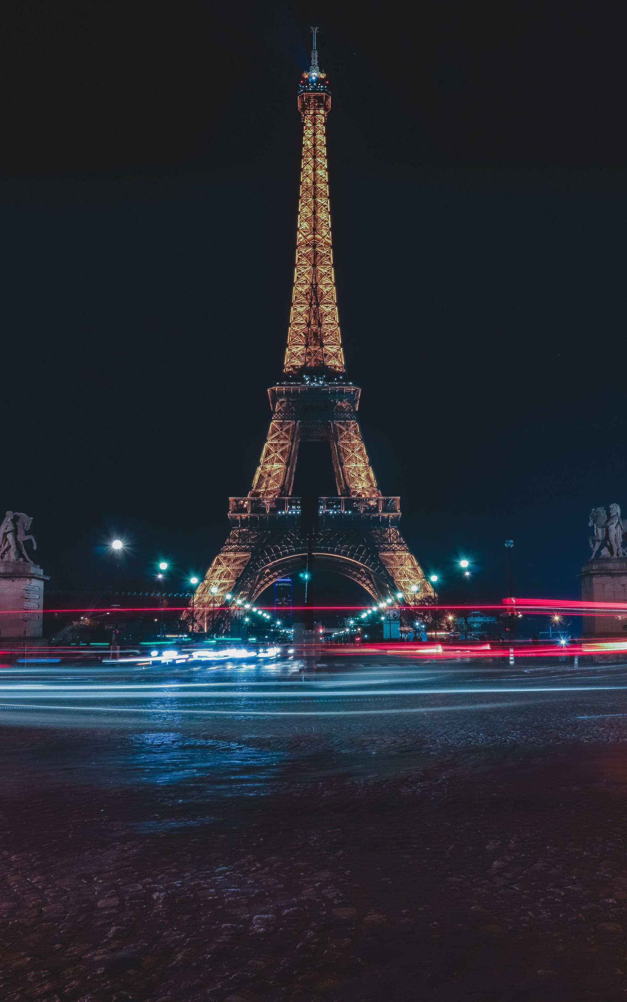 Chụp hình tháp Eiffel vào buổi tối có thể khiến bạn... bị kiện ra toà, và đây là lí do! - Ảnh 1.