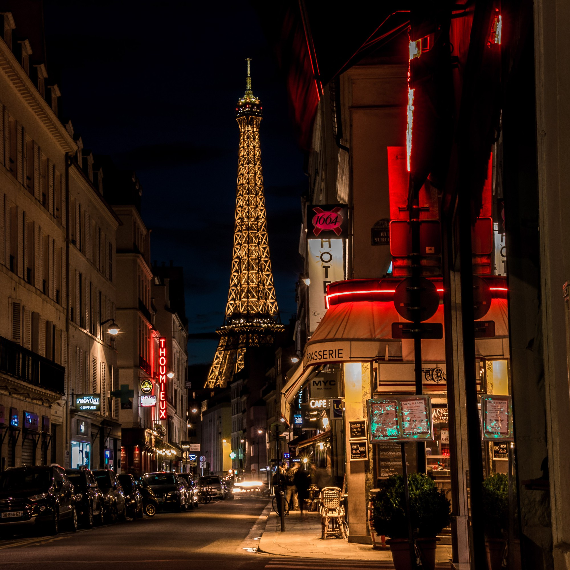 Chụp hình tháp Eiffel vào buổi tối có thể khiến bạn... bị kiện ra toà, và đây là lí do! - Ảnh 2.