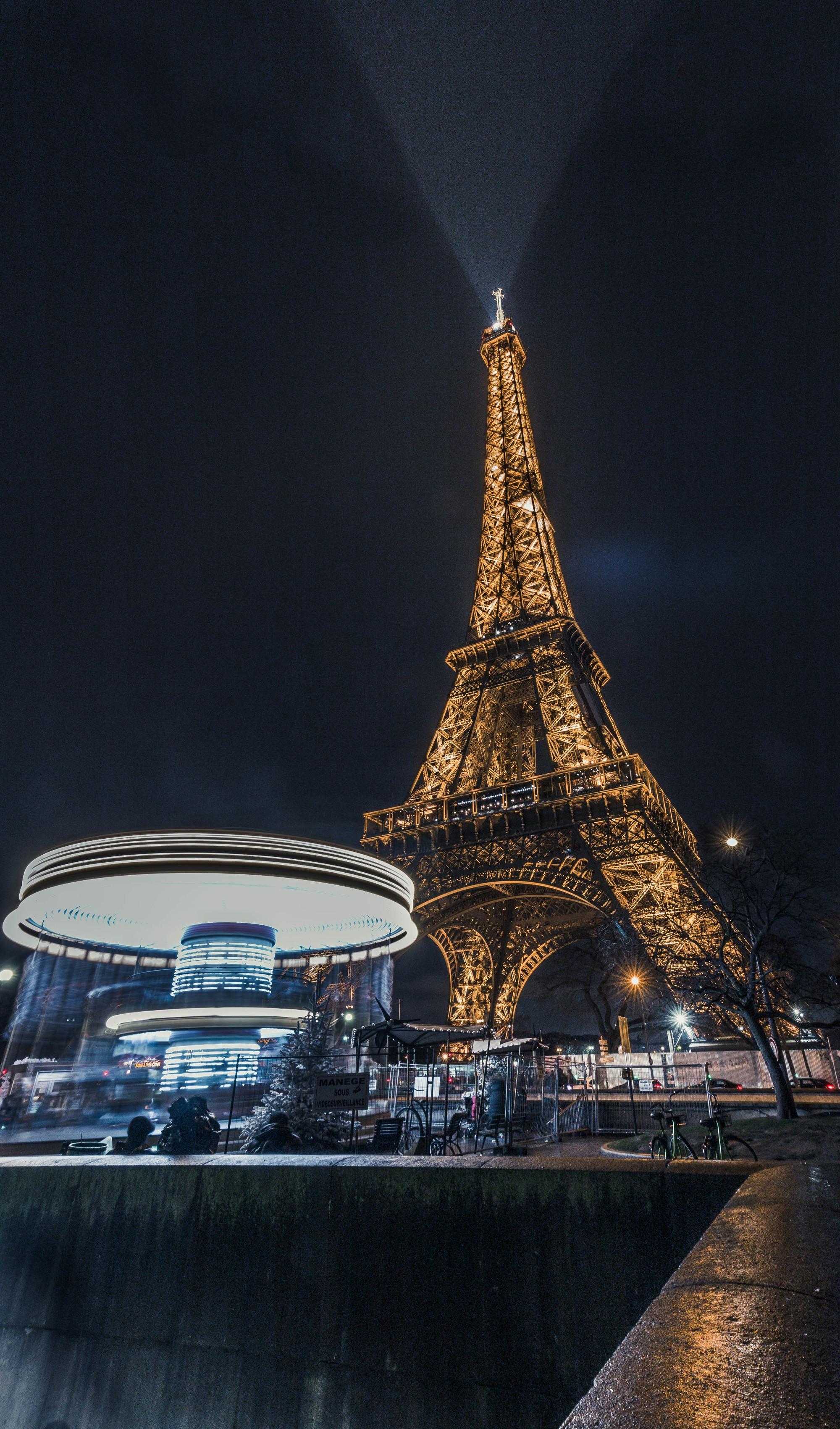 Chụp hình tháp Eiffel vào buổi tối có thể khiến bạn... bị kiện ra toà, và đây là lí do! - Ảnh 3.