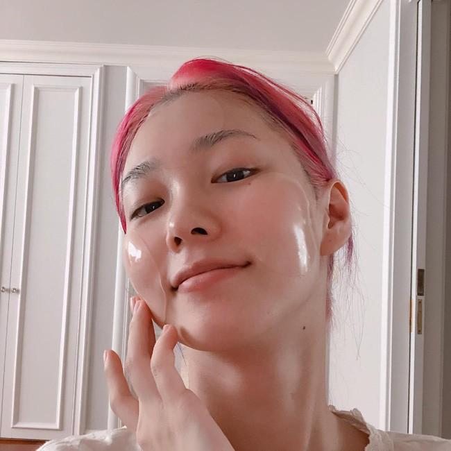 Ác mộng chăm da mùa nồm: Skincare xong một hồi da vẫn nhớp nháp, nhưng nếu bạn áp dụng 3 tips sau thì không lo - Ảnh 2.