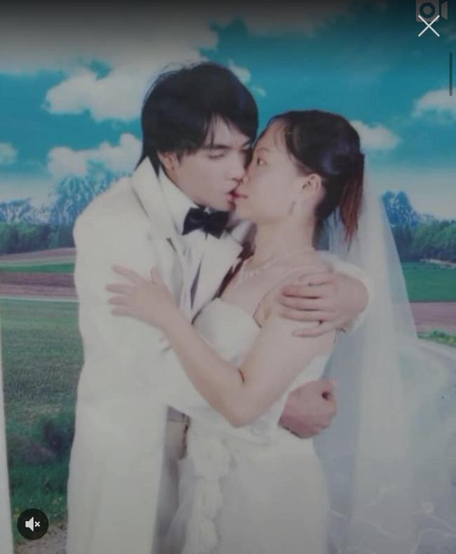 Dân mạng phì cười trước tấm ảnh cưới thảm họa của thời đại với lời đồn đoán: Chắc thợ ảnh là người yêu cũ - Ảnh 1.