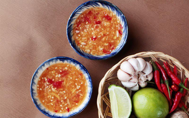 Điểm qua một loạt những món nước chấm phổ biến của người Việt mới thấy cả một bầu trời nghệ thuật - Ảnh 3.