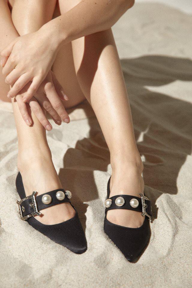 Đã đến lúc những đôi boots thời thượng nhường chỗ cho 4 mẫu giày công sở cách điệu xinh xắn này - Ảnh 1.
