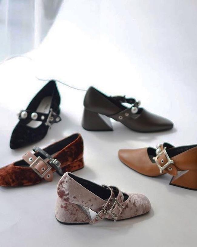 Đã đến lúc những đôi boots thời thượng nhường chỗ cho 4 mẫu giày công sở cách điệu xinh xắn này - Ảnh 5.