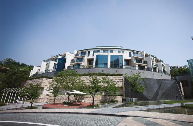 Bi Rain và Kim Tae Hee đồng loạt tậu mỗi người 1 căn hộ giá 70-90 tỉ đồng, chính thức thành hàng xóm của BTS - Ảnh 2.