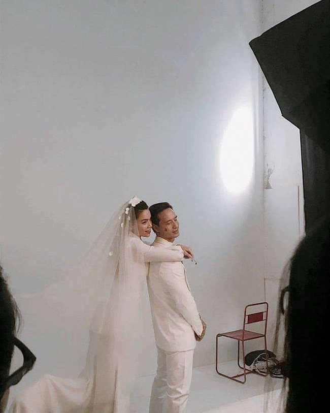 Xôn xao hình ảnh được cho là cảnh hậu trường chụp ảnh cưới của Kim Lý - Hà Hồ? - Ảnh 2.