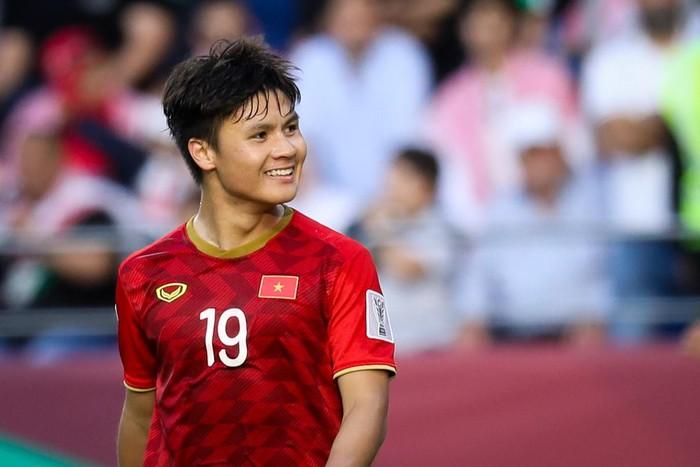 HLV Park Hang-seo trao Quang Hải băng đội trưởng U23 Việt Nam
