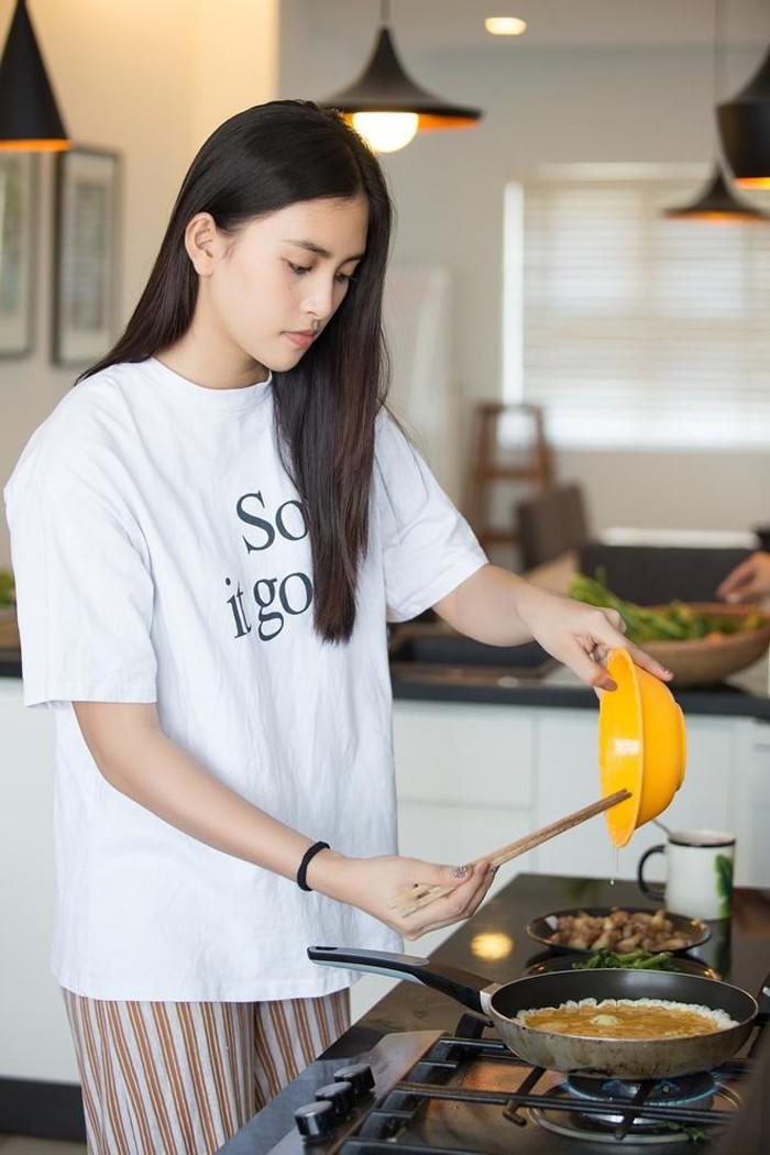 Sao Việt ngày 8/3: Người nhận thư ngôn tình, người cùng mẹ vào bếp