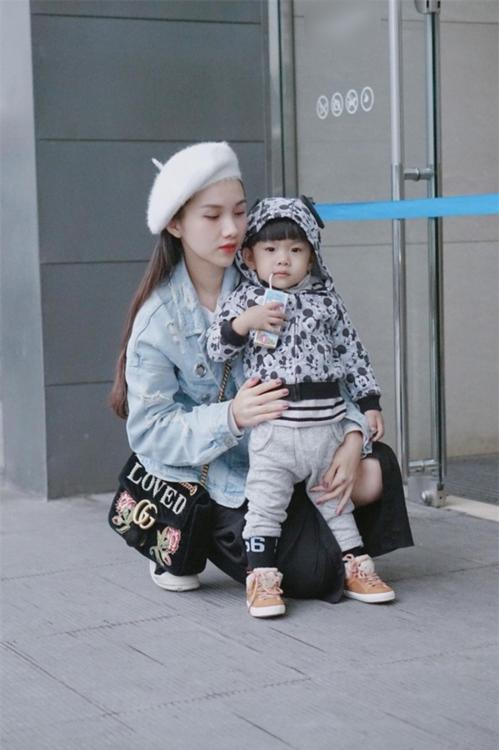 """Nhật ký một ngày làm mẹ bỉm sữa: Có những phút giây tôi muốn """"từ chức"""""""