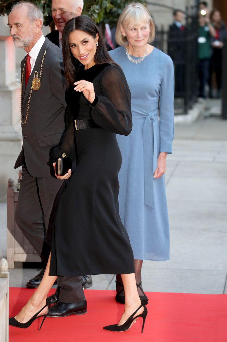 Hóa ra Công nương Meghan tự làm stylist cho chính mình nhưng bất ngờ nhất chính là hành động này của cô với chị dâu Kate - Ảnh 1.