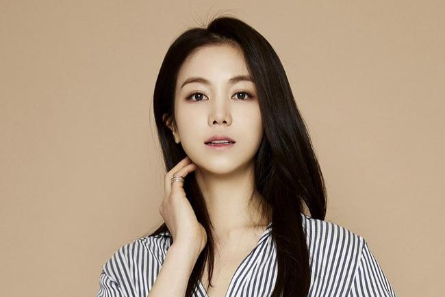 Dung nhan cô gái được cho là đang chung sống với Song Joong Ki: Từng đóng phim tại Việt Nam, nổi tiếng với vai ngoại tình trong phim 18+ - Ảnh 11.