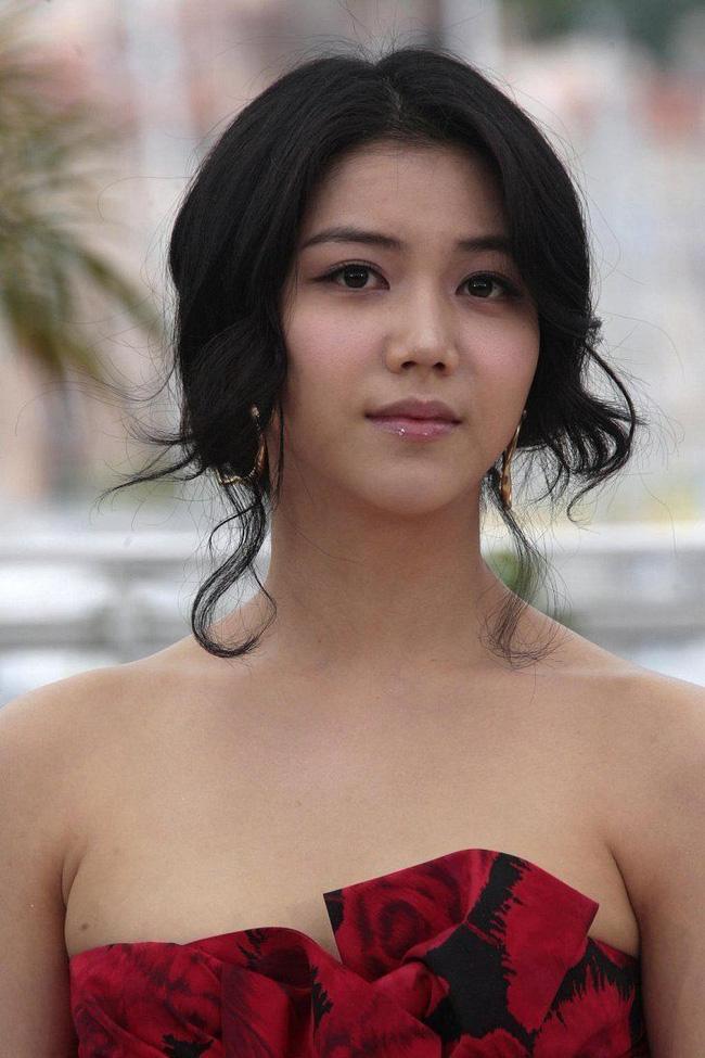 Dung nhan cô gái được cho là đang chung sống với Song Joong Ki: Từng đóng phim tại Việt Nam, nổi tiếng với vai ngoại tình trong phim 18+ - Ảnh 7.