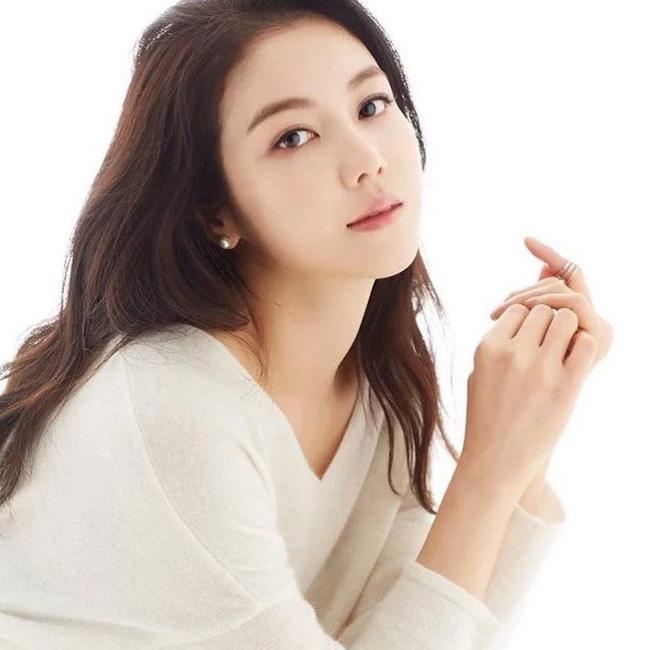 Dung nhan cô gái được cho là đang chung sống với Song Joong Ki: Từng đóng phim tại Việt Nam, nổi tiếng với vai ngoại tình trong phim 18+ - Ảnh 5.