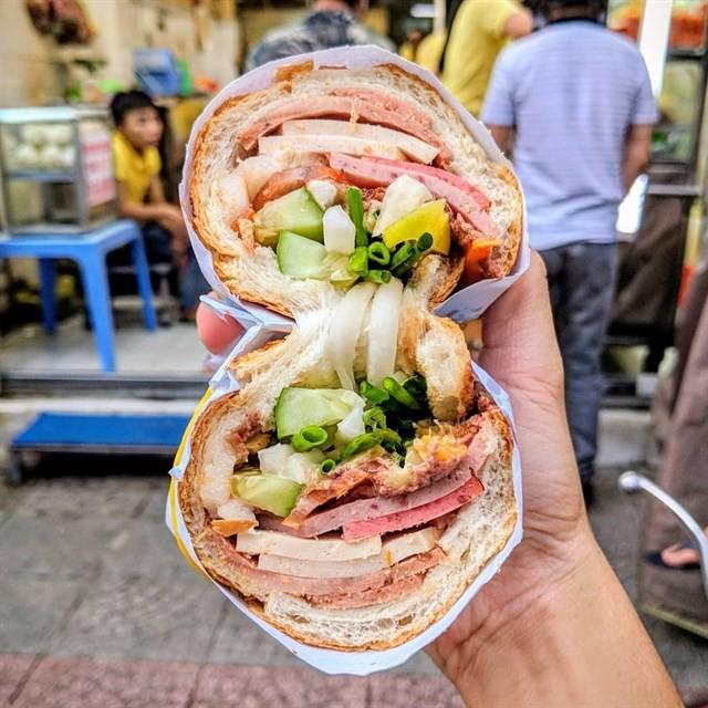 Sài Gòn có những quán ăn thách thức thực khách nhưng chẳng ai thấy phiền, thậm chí còn chưa bao giờ bớt... đông - Ảnh 5.