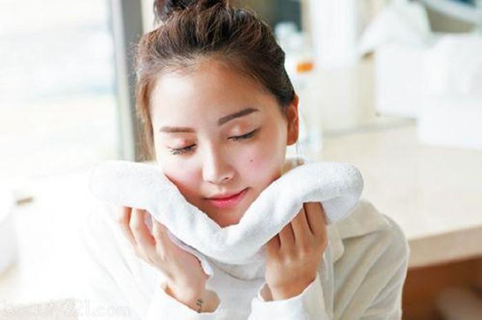 8 thói quen tưởng vô hại nhưng lại khiến làn da sần sùi, nhăn nheo và lão hóa nhanh gấp mấy lần bình thường