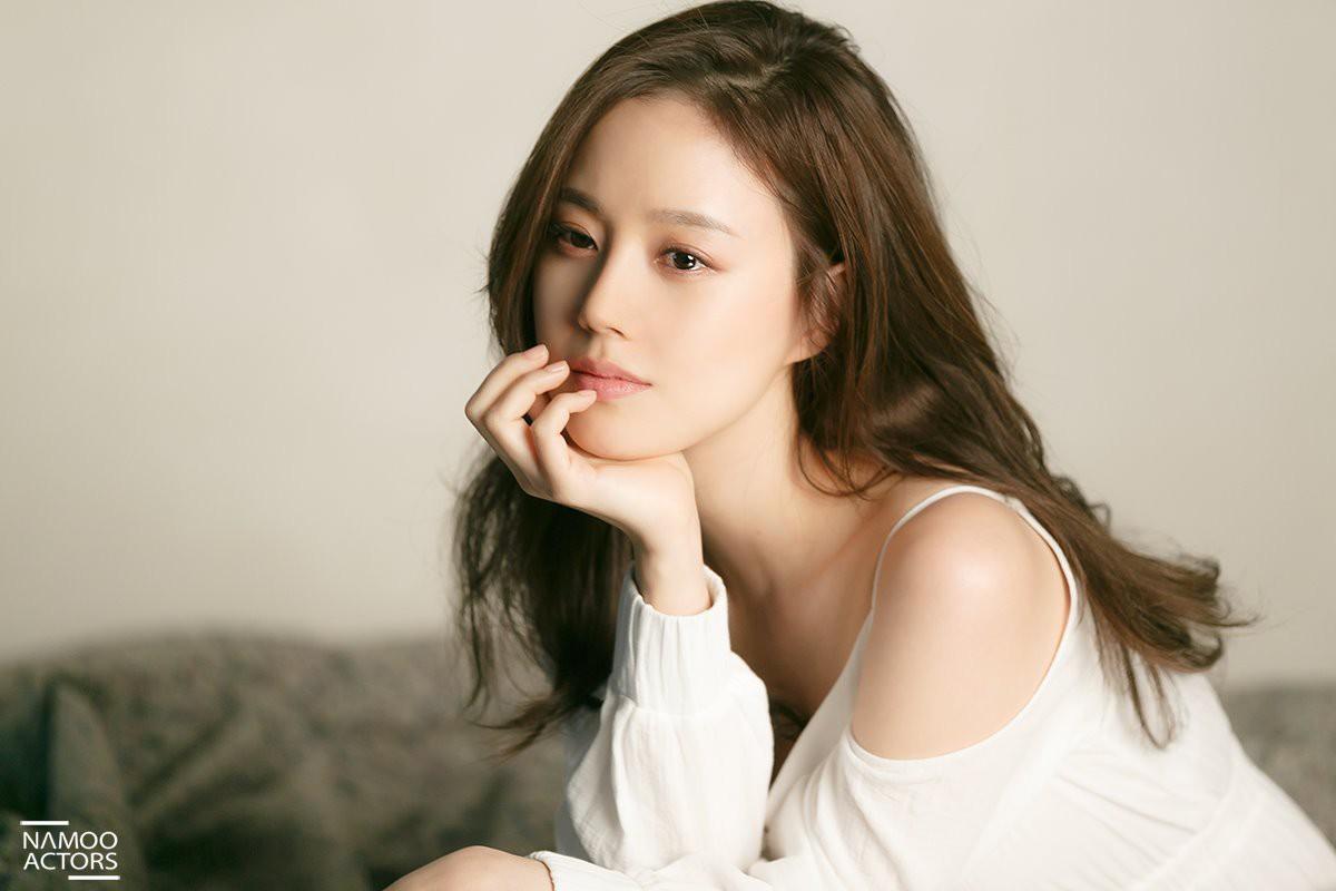 Thêm sao nữ bị nghi dính tới vụ bê bối tình dục của Jung Joon Young, lần này là bạn diễn của Song Joong Ki - Ảnh 1.