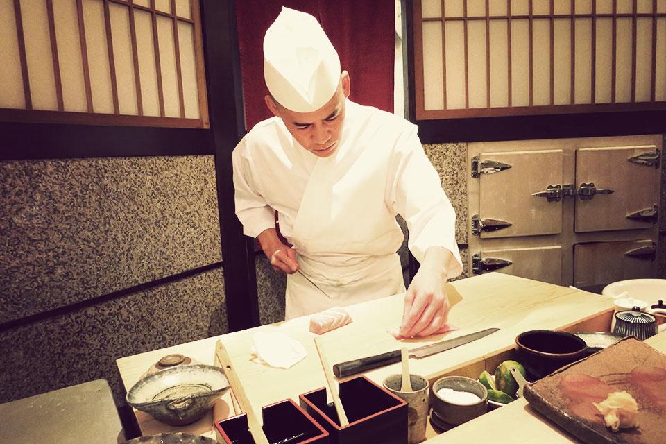 Nghề đầu bếp sushi ở Nhật Bản chỉ dành cho đàn ông.