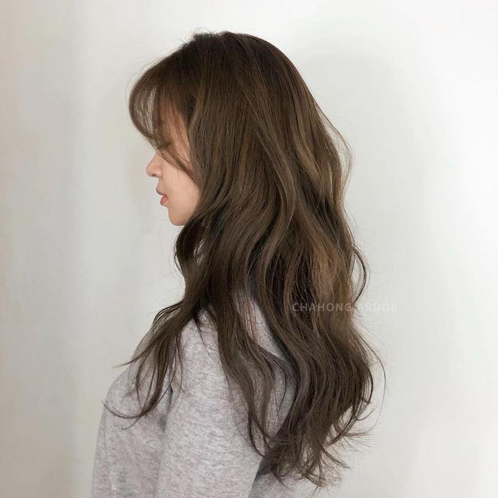 Xoăn sóng lơi: Kiểu tóc xoăn gợn nhẹ siêu tự nhiên, chẳng cần nhuộm mà vẫn trẻ, xinh hết nấc - Ảnh 6.