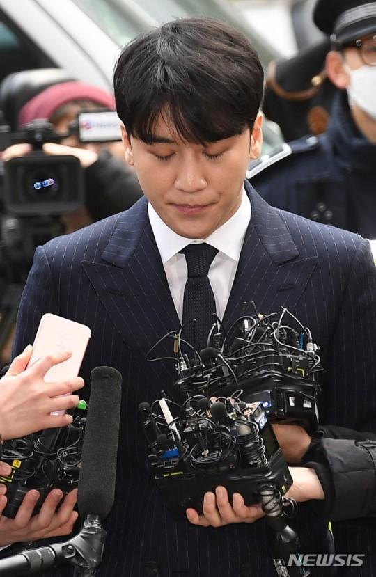Seungri chính thức nộp đơn hoãn nhập ngũ để tham gia điều tra trước loạt cáo buộc mại dâm chấn động Kbiz - Ảnh 1.
