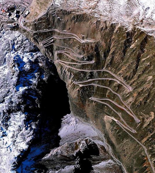 Chùm ảnh: 10 cung đường đẹp nức tiếng thế giới mà dân phượt đã đi là không muốn trở về - Ảnh 6.