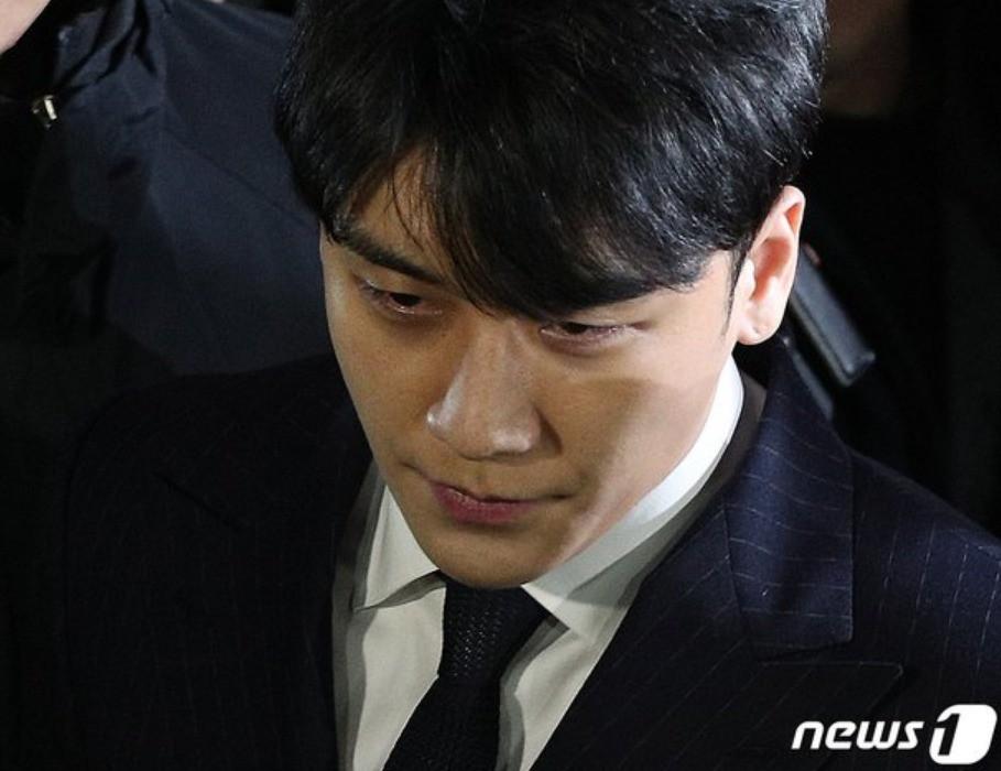 Phiên thẩm vấn đầu tiên: Seungri từ chối nộp điện thoại, Jung Joon Young dùng chiêu cũ, nghi ngờ đã bàn bạc trước - Ảnh 1.