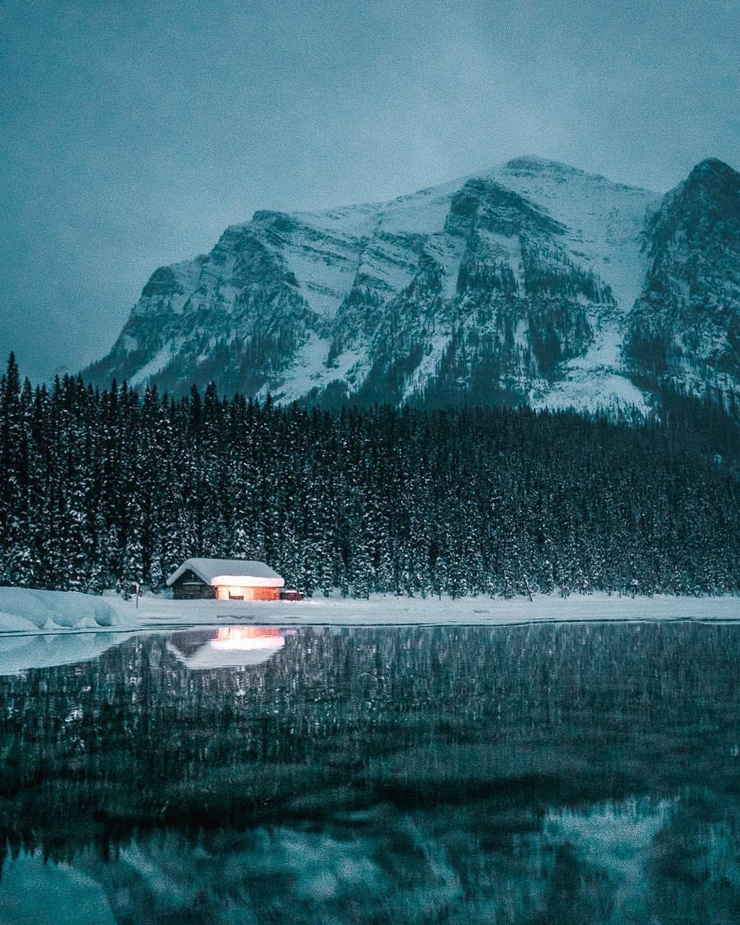 Có gì hay ở hồ nước màu xanh ngọc bích được mệnh danh là thiên đường trần gian ở Canada? - Ảnh 16.