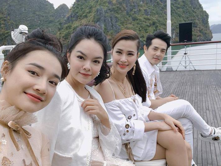 Mẹ 2 con Phạm Quỳnh Anh và những khoảnh khắc vô tình dìm hàng gái trẻ khi đứng chung khung hình - Ảnh 6.