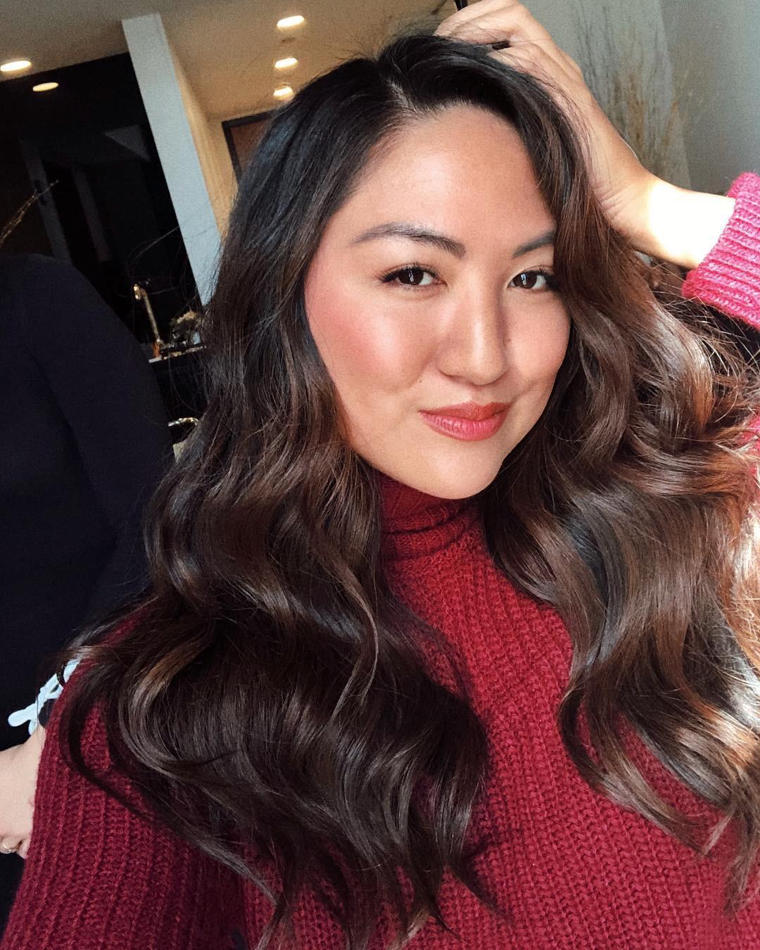Bỏ tô trát đậm để makeup nhẹ theo Công nương Meghan, nàng beauty editor này đã nhận được hàng loạt điều tuyệt vời - Ảnh 4.