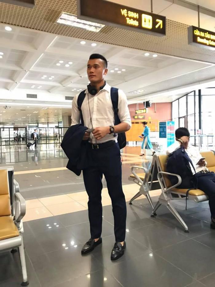 Thủ môn U23 Việt Nam 'lột xác' sang chảnh như sao giải trí