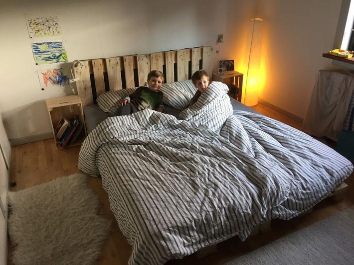 Giường pallet, loại giường ngon - bổ - rẻ, góp mặt trong không gian nào cũng xinh xắn, hài hòa - Ảnh 1.