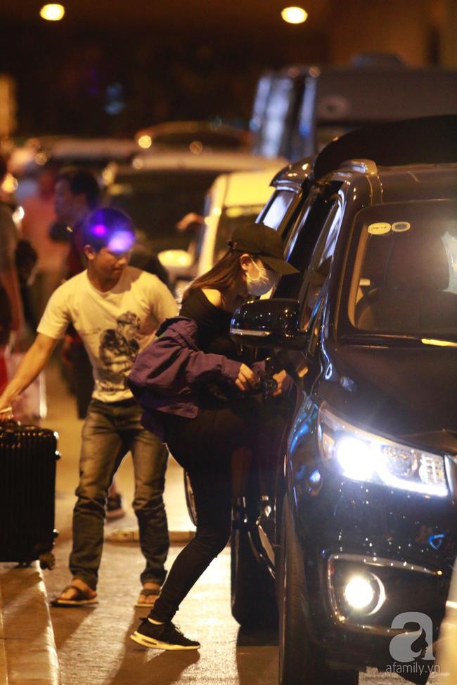 Phạm Quỳnh Anh xuất hiện mệt mỏi, tiều tụy ở sân bay vào đêm khuya vội vã về nhà chăm con sau 20 tiếng trên máy bay  - Ảnh 16.
