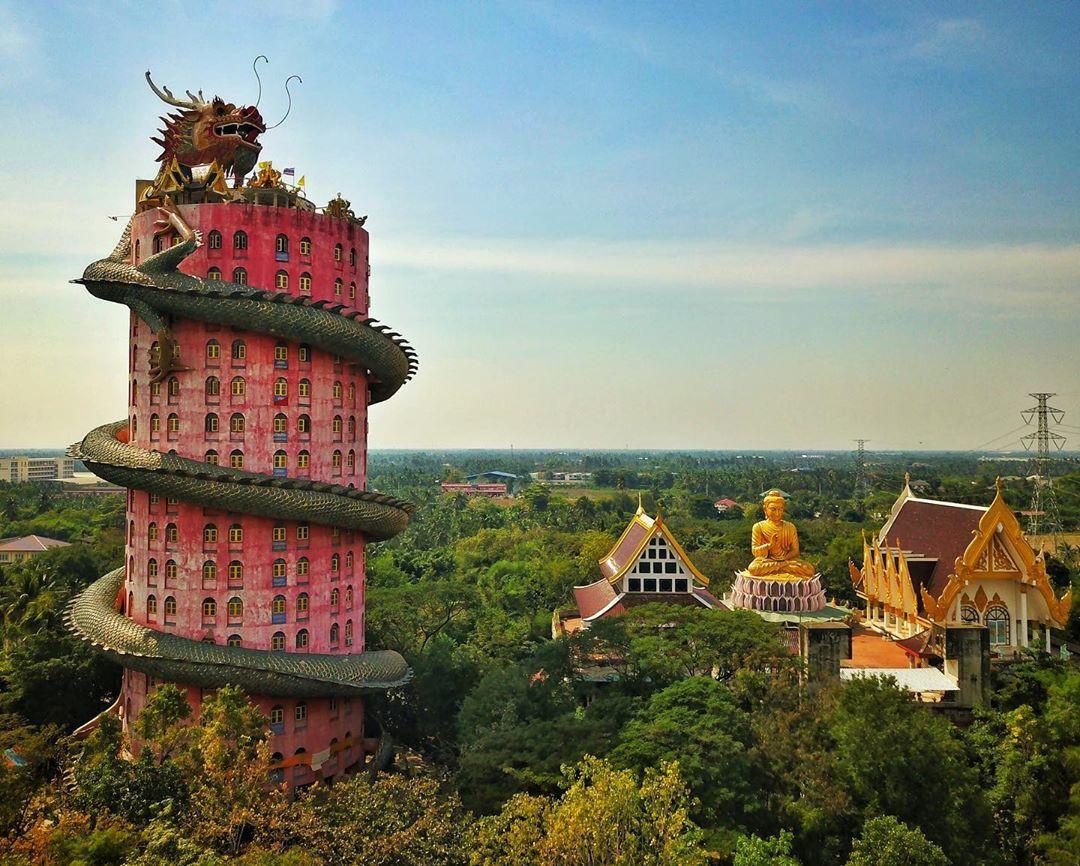 Thoạt nhìn cứ tưởng bối cảnh phim Hollywood nhưng hoá ra ngôi chùa này ở Thái lại hoàn toàn có thật! - Ảnh 3.