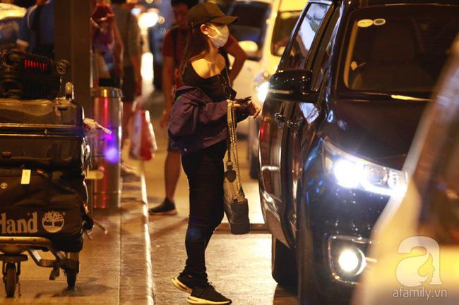 Phạm Quỳnh Anh xuất hiện mệt mỏi, tiều tụy ở sân bay vào đêm khuya vội vã về nhà chăm con sau 20 tiếng trên máy bay  - Ảnh 14.