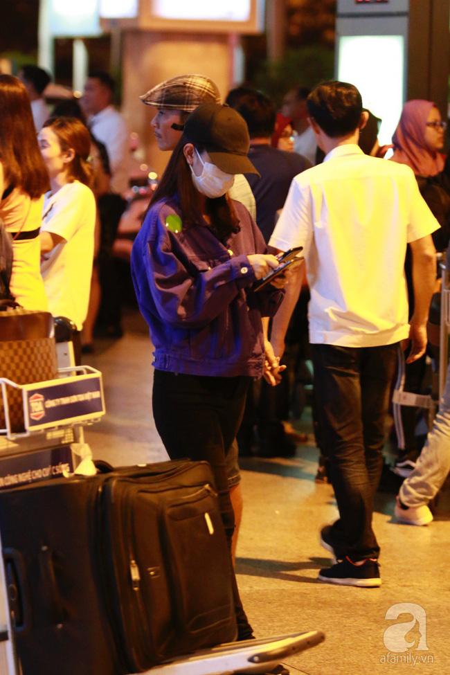 Phạm Quỳnh Anh xuất hiện mệt mỏi, tiều tụy ở sân bay vào đêm khuya vội vã về nhà chăm con sau 20 tiếng trên máy bay  - Ảnh 11.