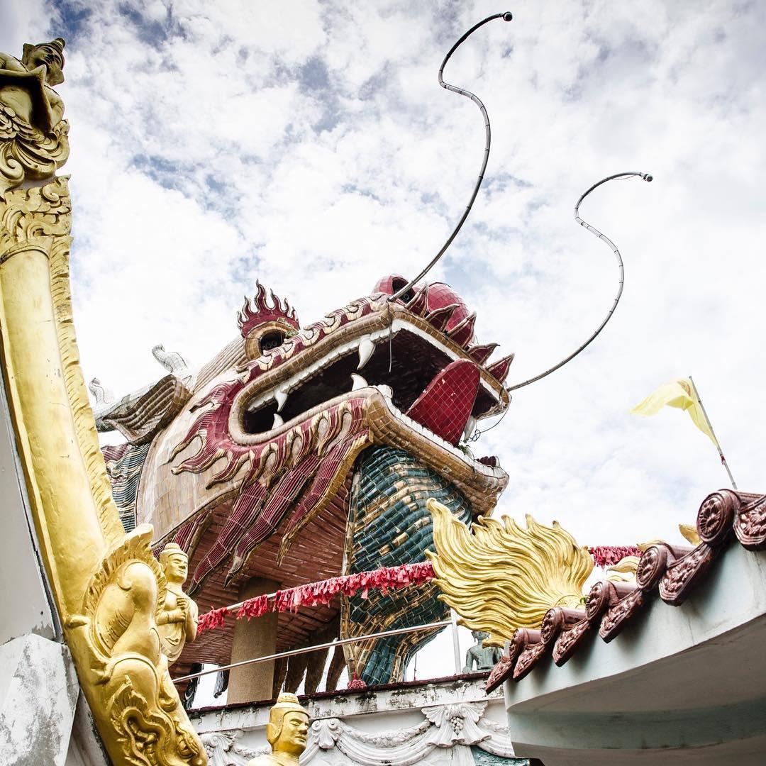Thoạt nhìn cứ tưởng bối cảnh phim Hollywood nhưng hoá ra ngôi chùa này ở Thái lại hoàn toàn có thật! - Ảnh 6.