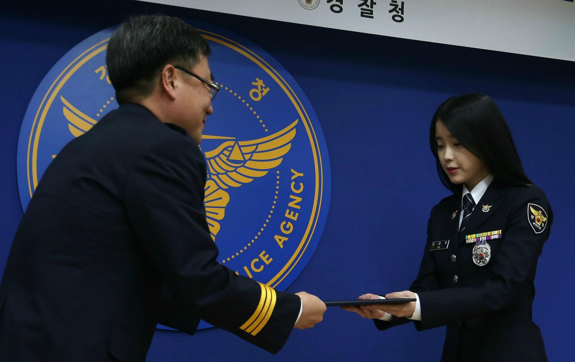 Một sự thật ít ai biết: Em gái quốc dân IU thật ra từng là sĩ quan cảnh sát cấp cao - Ảnh 6.