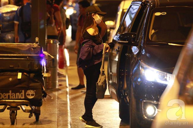 Phạm Quỳnh Anh xuất hiện mệt mỏi, tiều tụy ở sân bay vào đêm khuya vội vã về nhà chăm con sau 20 tiếng trên máy bay  - Ảnh 15.
