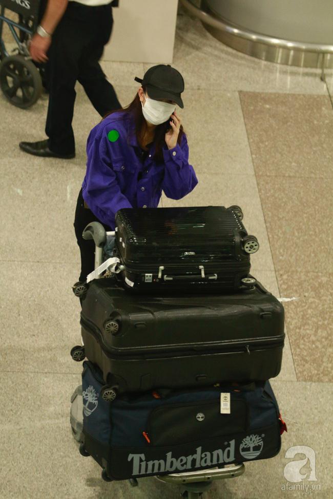 Phạm Quỳnh Anh xuất hiện mệt mỏi, tiều tụy ở sân bay vào đêm khuya vội vã về nhà chăm con sau 20 tiếng trên máy bay  - Ảnh 8.