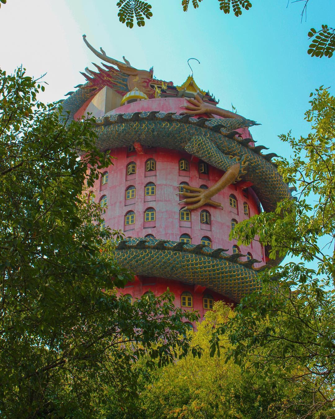 Thoạt nhìn cứ tưởng bối cảnh phim Hollywood nhưng hoá ra ngôi chùa này ở Thái lại hoàn toàn có thật! - Ảnh 8.
