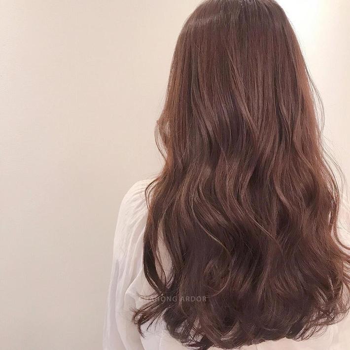 Thử nhuộm tóc nâu đào xinh muốn ngất đi, chắc chắn bạn quên mọi tông nâu đỏ, nâu rêu truyền thống - Ảnh 4.