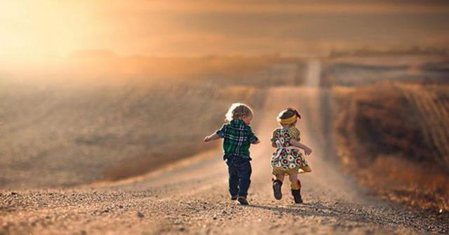 Hạnh phúc không phải là thứ gì bất biến, cũng không phải là một điều phải đạt tới, mà là những cái bạn đang có trong Tầm Tay: Bạn có đang hạnh phúc không? - Ảnh 3.