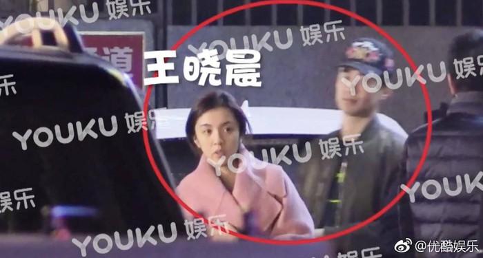 Mỹ nhân 'Anh hùng xạ điêu' – Vương Hiểu Thần lộ ảnh hẹn hò bạn trai, netizen bất ngờ khi biết danh tính của người này